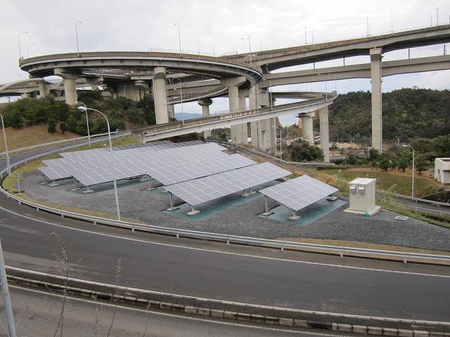 ソーラーパネル施工事例/与島パーキング 太陽光設置工事 02